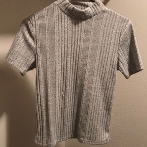 gray short sleeve mock neck T-shirt